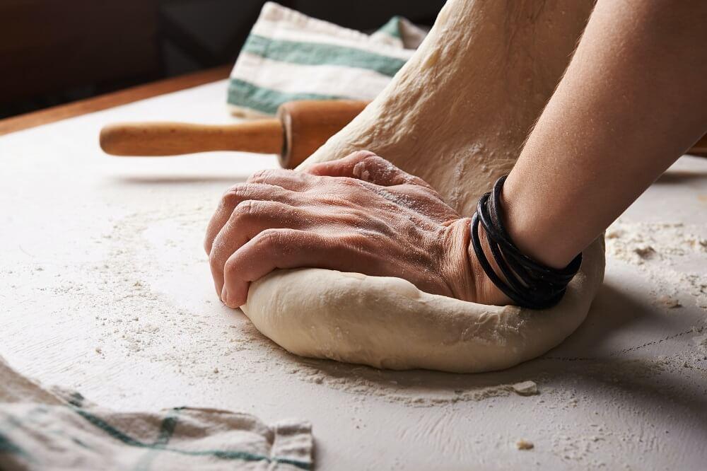 knead pizza dough